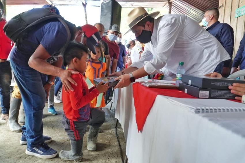 Los kits escolares y tabletas de la Gobernación, llegaron hasta Río Mistrató