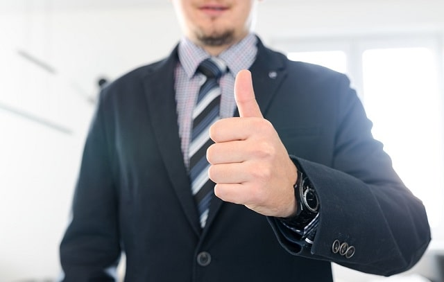 how to give employee constructive criticism