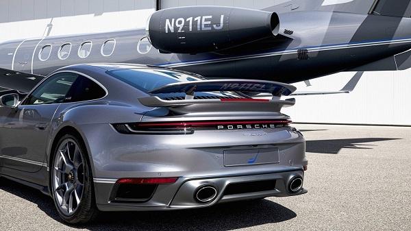 Porsche 911 Turbo S y Embraer Phenom 300E