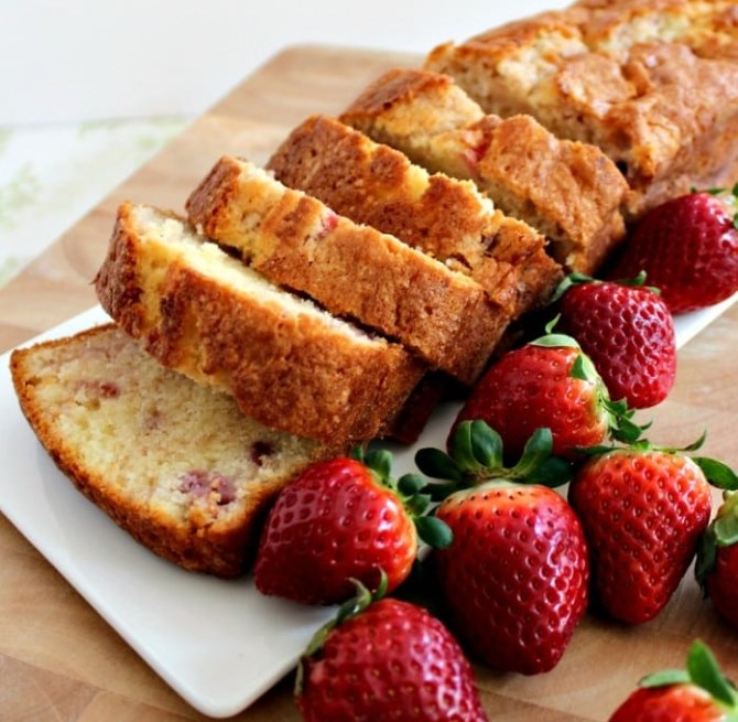 Strawberry Pound Cake #bread #cake