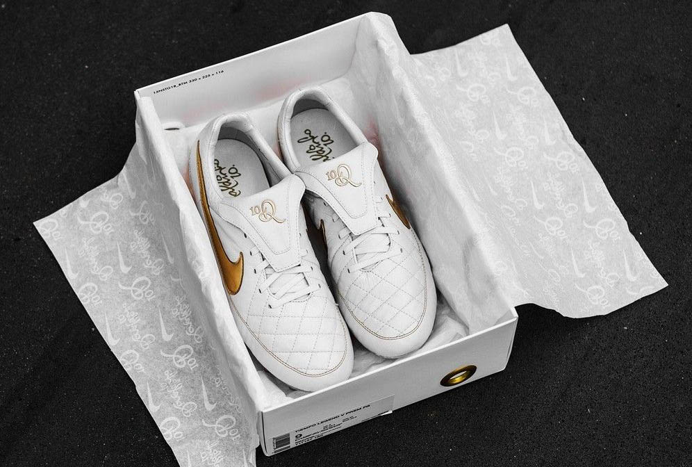 14b8e5cb6 get nike tiempo white gold 084e7 423c0  top quality ronaldinho himself  already debuted pair number 940 of 3000 of the stunning white gold