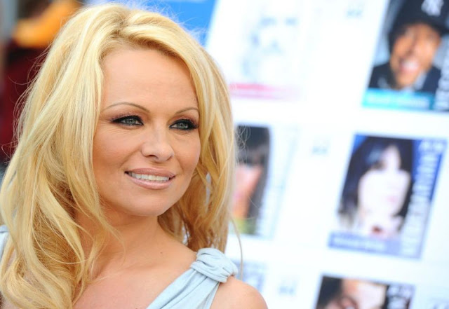 Pamela Anderson again in captivity of love, has a relationship with her bodyguard