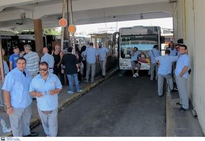 Διαμαρτυρία μπροστά στα γραφεία του ΣΥΡΙΖΑ πραγματοποιούν οι εργαζόμενοι του ΟΑΣΘ
