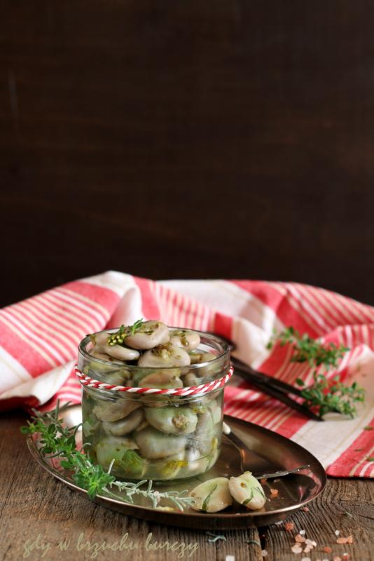 Prosty i pyszny pomysł na gotowany bób z dodatkiem aromatycznej oliwy i oregano.