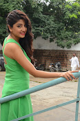 Poonam Kaur latest sizzling photos-thumbnail-16