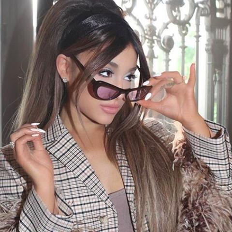 Ariana Grande marca tendencia con su make up azul en Boyfriend