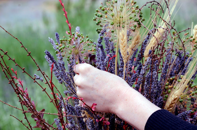 How to Make an Autumnal Lavender Flower Arrangement