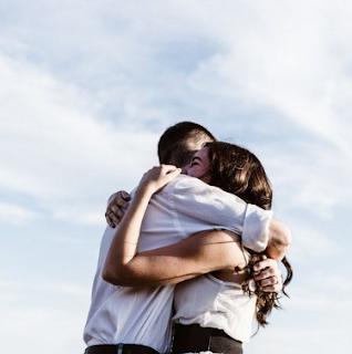 Manfaat Berpelukan Dengan Lawan Jenis Pria dan Wanita