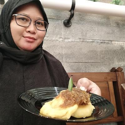 Makan siang di The Park