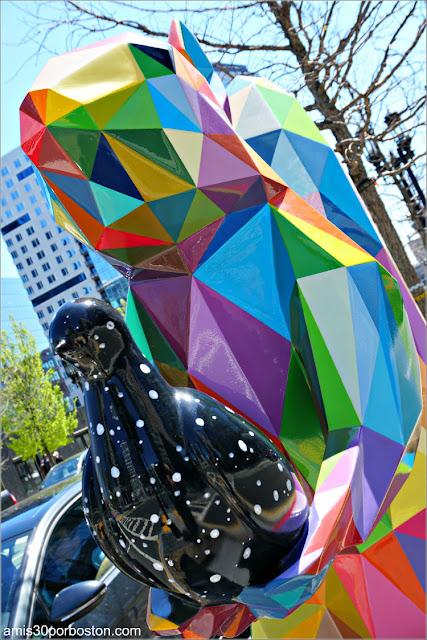 """""""Diversity Domestic"""" de  Okuda San Miguel en el Seaport de Boston"""