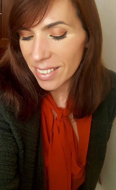 Maquillaje naranja y verde ojos cerrados