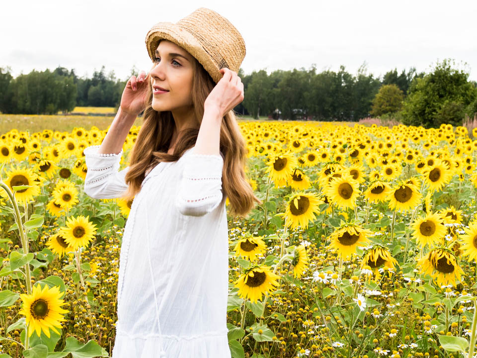 sunflower-field-fashion-blogger-summer-trends-cycling-shorts-auringonkukka-pelto-muoti-blogi-kesä-trendit-pyöräilyshortsit