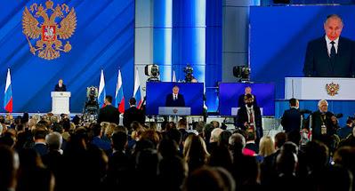 """Путин пригрозил Западу жесткой реакцией на пересечение """"красных линий"""""""