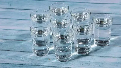 Ya, Anda juga bisa mengalami overhidrasi. Berikut adalah 6 tanda bahwa Anda terlalu banyak minum air