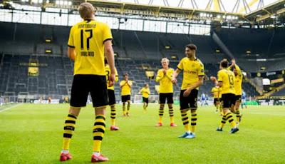 Bundesliga trở lại: Dở khóc dở cười các SAO ăn mừng bàn thắng 2