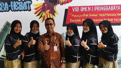 Tampil Perdana, Tim Sanggar Tari SMKN 1 Pringgabaya Diapresiasi Kepala Dikbud NTB