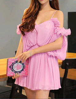 https://www.stylewe.com/product/pink-pleated-spaghetti-polyester-romper-38296.html