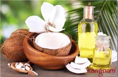 Dầu dừa có chứa các vitamin có công dụng làm mềm mịn, cung cấp độ ẩm cho da, trị mụn và đặc biệt hơn nữa là khả năng điều trị nám hiệu quả.