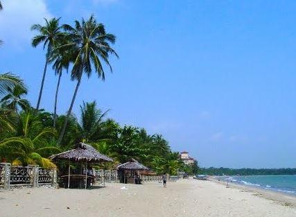 Foto Wisata Pantai di Mamuju Tengah