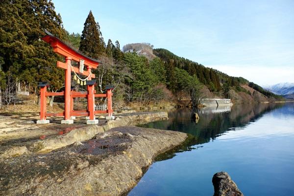 ทะเลสาบทาซาวะ (Tazawa Lake: 田沢湖) @ www.tohokukanko.jp