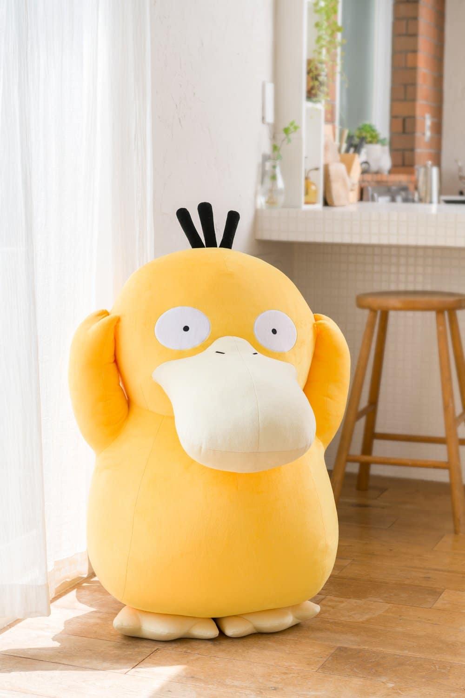 Que tal ter um Psyduck de pelúcia em tamanho real na sua coleção de Pokémon?
