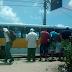 Motociclista baleado tomba ao lado de ônibus na João Medeiros Filho