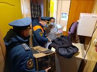 сотрудники 117 пожарно-спасательной части, оказали помощь теплыми вещами гражданам находящихся в трудной жизненной ситуации.