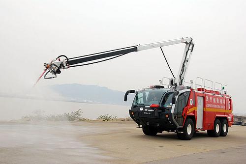 Foto Mobil Pemadam Kebakaran Tercanggih 13