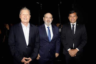 Presidente da Record TV, Luiz Claudio Costa,  com o governador do Amazonas Wilson Lima e o prefeito de Manaus, Arthur Virgílio - Foto: Antonio Chahestian/Divulgação Record TV