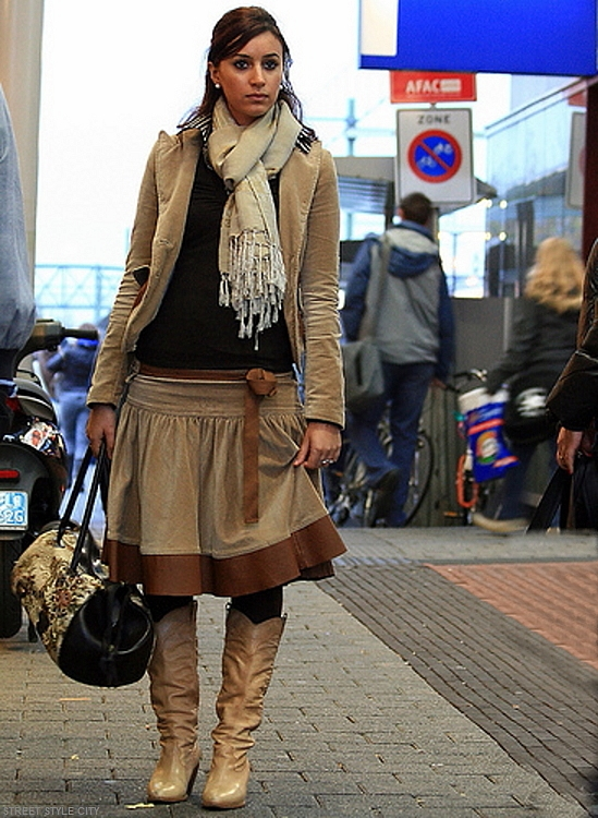 Woman wearing her camel winter outfit in the street. Street style fashion
