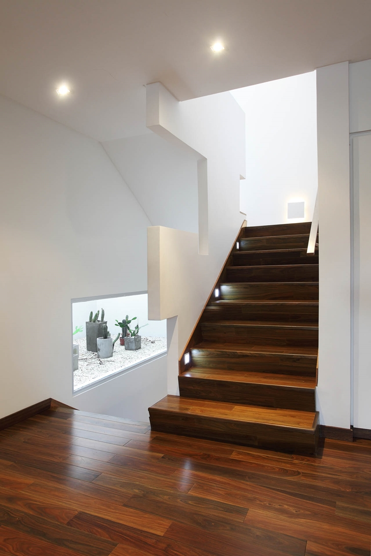 Modern stairs in Modern Villa Devoto by Andres Remy Architects