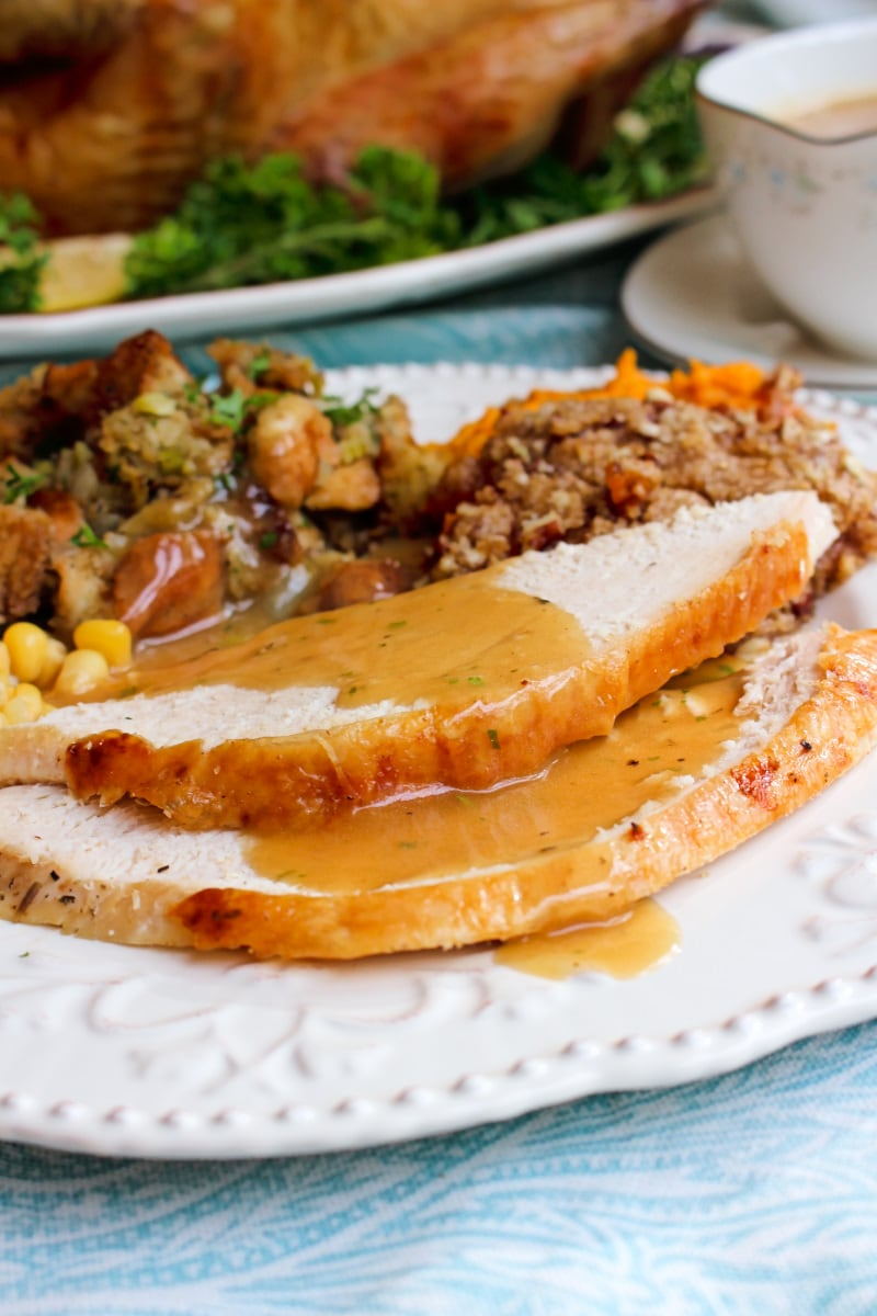 urkey Dripping Gravy doesn't have to be intimidating! This easy recipe uses the drippings from your turkey to make rich, flavorful gravy in just 20 minutes. It is the perfect accompaniment for your turkey and mashed potatoes! #Thanksgiving #gravy