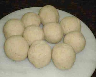 Jwarichi bhakri dough