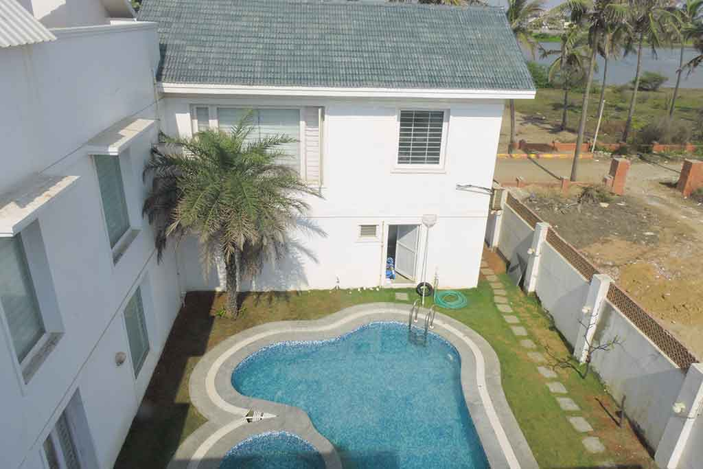 aquazi beach house in ecr