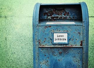 Resposta a tua  carta, com teclas nos dedos
