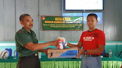 Siswa SMA N 10 Purworejo Kebanjiran Ilmu Wawasan Kebangsaan dari Koramil/09 Pituruh