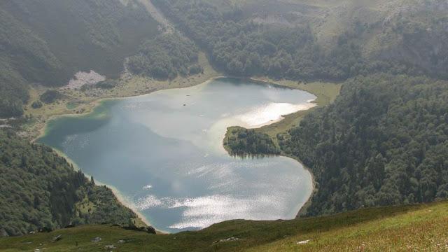 بحيرة على شكل قلب في الجبل الأسود