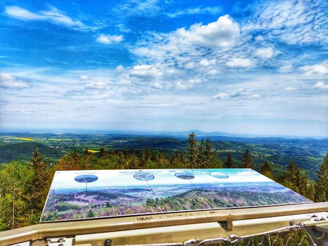 widok z góry Borowej na okolice Wałbrzycha