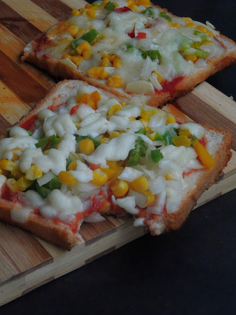 Tawa Bread Pizza