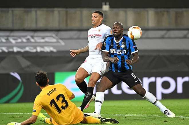 """Bi kịch Lukaku: San bằng thành tích Ronaldo """"béo"""", đá phản làm Inter mất cúp 4"""