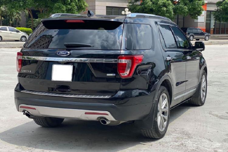 Ford Explorer mới tại Việt Nam xuống giá, xe cũ 'cắn răng' giảm