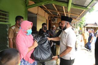 Bupati Kabupaten Labuhanbatu Bagikan 250 Paket Sembako