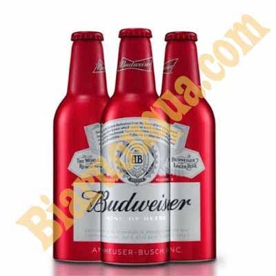 Thưởng thức bia Budweiser Mỹ