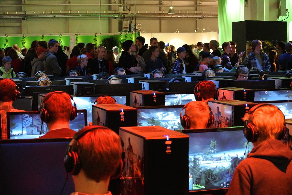Många PC-spelande kids.