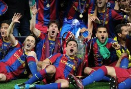 Xavi reacts as Messi set to equal his Barcelona appearance record