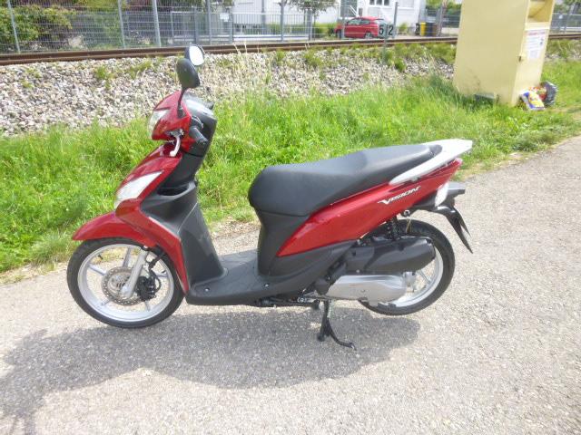 unser Roller Honda Vision 110 in der schönen Farbe Rot