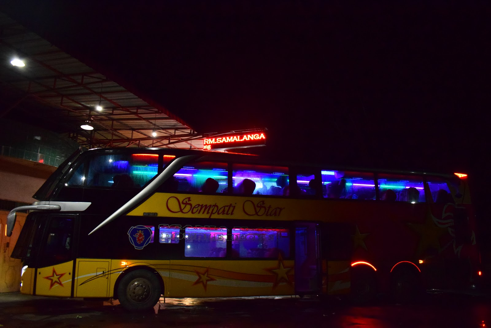bus sempati star malam