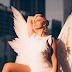 """Bebe Rexha não tem nada de anjo no clipe de seu novo single, a ótima """"Last Hurrah"""""""