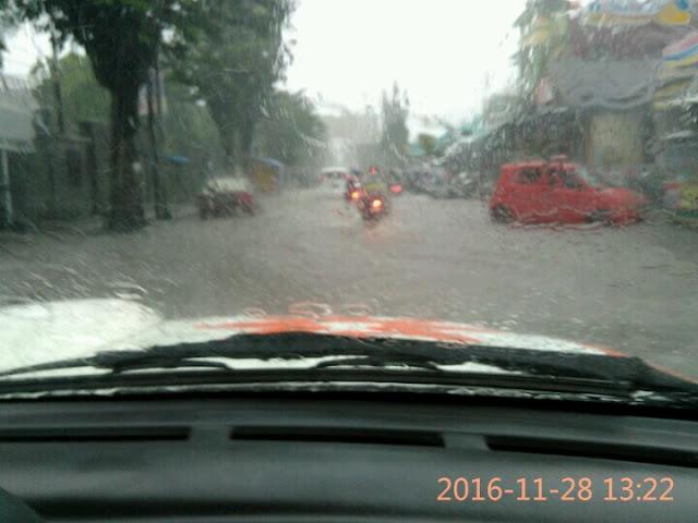 Banjir melanda sejak siang