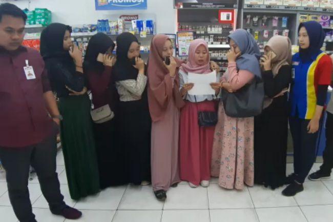 Setelah Acak-Acak Minimarket, Segerombol Mahasiswi Viral Ini Beri Klarifikasi dan Minta Maaf